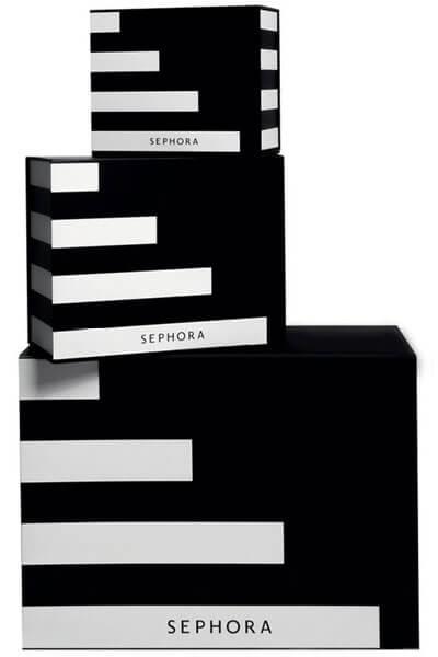 ที่มา : https://www.sephora.co.th/products/sephora-online-exclusives-sephora-gift-box กล่องบรรจุภัณฑ์ในการจัดส่งเมื่อสั่งซื้อทางออนไลน์ของร้านขายเครื่องสำอาง SEPHORA